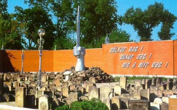 LE LAPIDI DI ICHKERIA: IL MEMORIALE ALLA DEPORTAZIONE